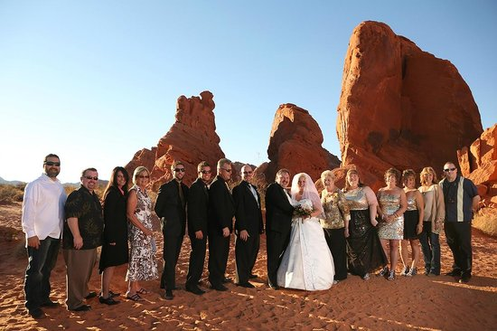 Scenic Las Vegas Weddings Chapel: Valley of Fire family and friends