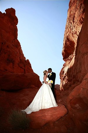 Scenic Las Vegas Weddings Chapel : Valley of Fire State Park