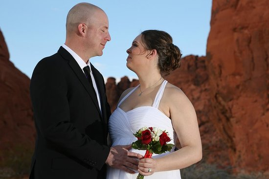 Scenic Las Vegas Weddings Chapel : Valley of Fire State Park Wedding