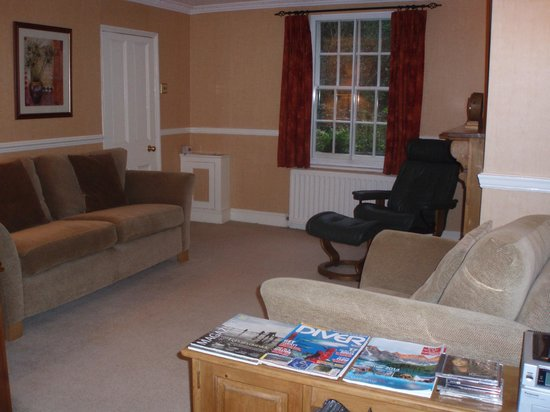 Capel, UK: The Guest Lounge