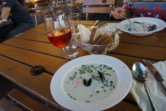 Cafe Skansen : местный рыбный суп