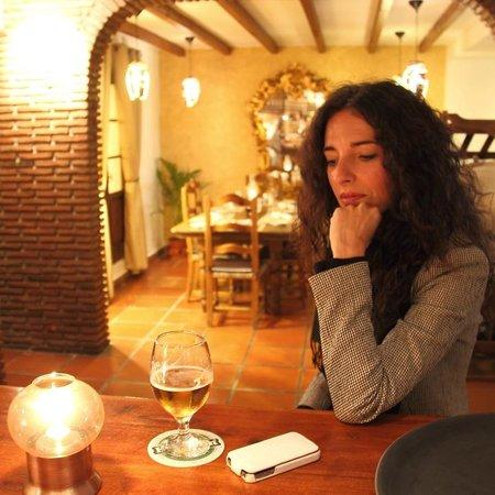 Restaurante El Molino del Conde: Clienta pensativa