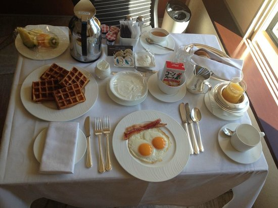 breakfast in bed picture of hilton tokyo shinjuku