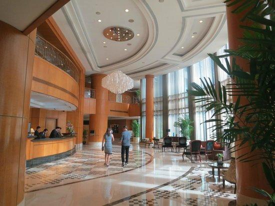 huge lobby (91485483)