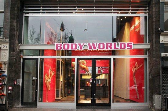 Body Worlds: The Happiness Project : BODY WORLDS op DAMRAK (binnen mag je niet fotograferen)