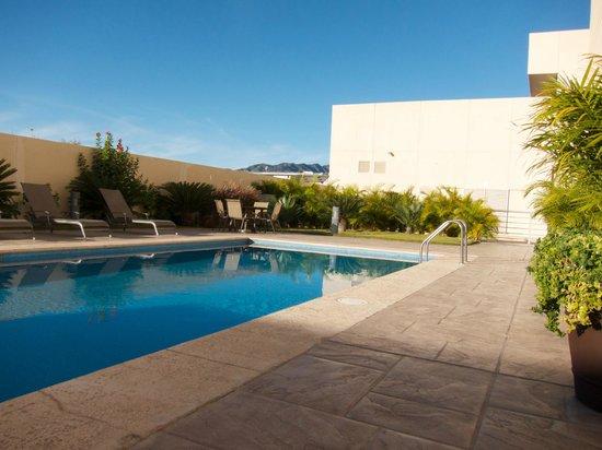 Hotel Aeropuerto Los Cabos: Nice quiet pool area