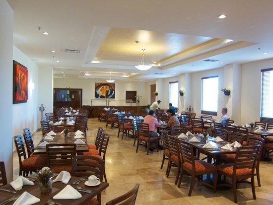 Hotel Aeropuerto Los Cabos: The on-site restaurant