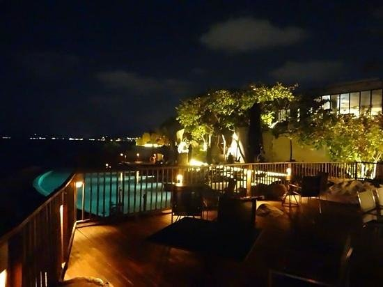 Silavadee Pool Spa Resort : poolside at night