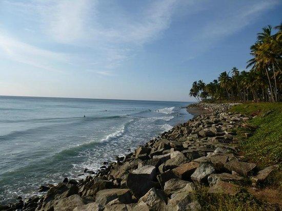Thiruvambadi Beach Retreat: пляж, рядом с отелем (100м), маленький