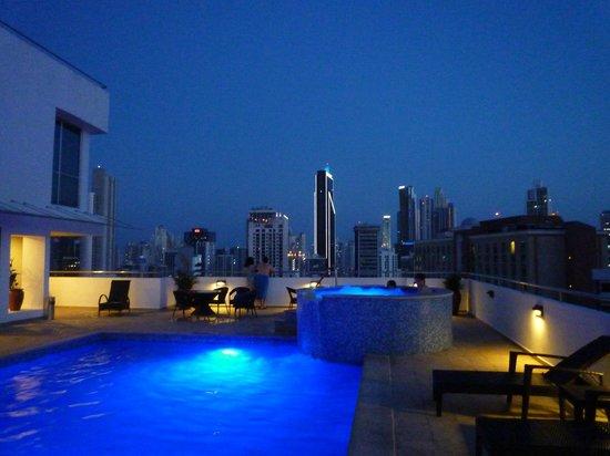 Tryp by Wyndham Panama Centro: Dachterrasse mit Pool