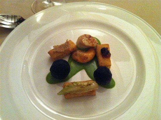 Ristorante d'O : panarella con capasanta, topinambur al nero di seppia e salsa di lattuga