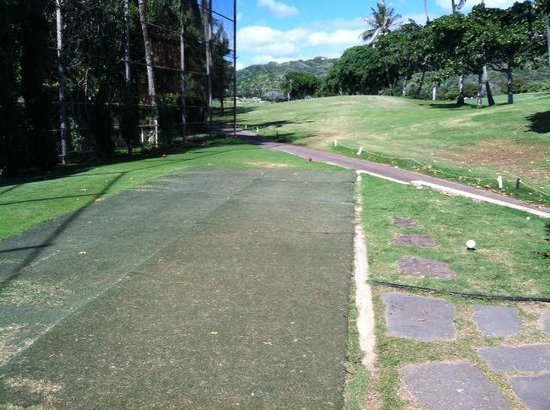 Hawaii Kai Golf Course: 3 Hole Tee box..NO GRASS!!!