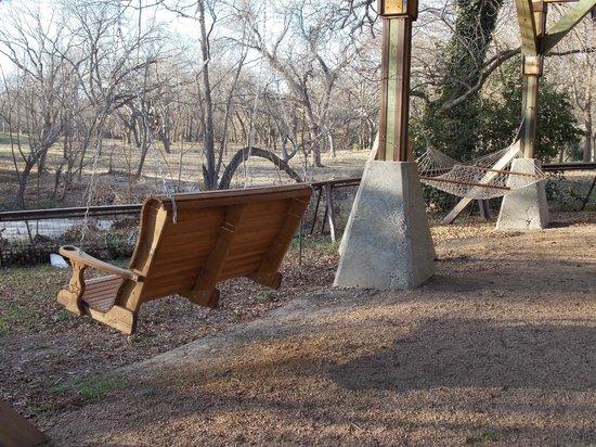 Geronimo Creek Retreat: Swing Seat & Hammock