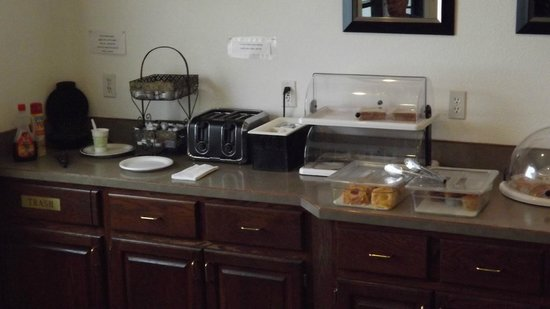 Americas Best Value Inn & Suites Northfield: Breakfast
