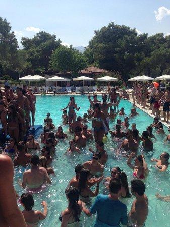 Club Med Kemer: Gündüz havuz partysi