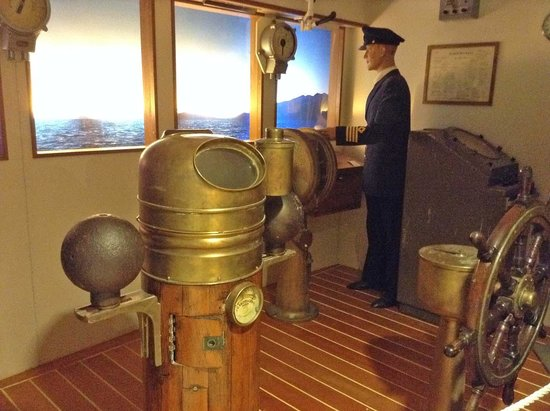 Hurtigruten Museum: captain on the bridge