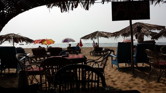 Aggie's Cafe: The beach from inside Aggies