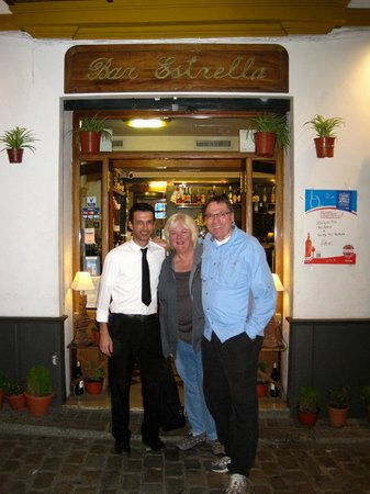 Bar Estrella: Posing in front of Estrella with our server.