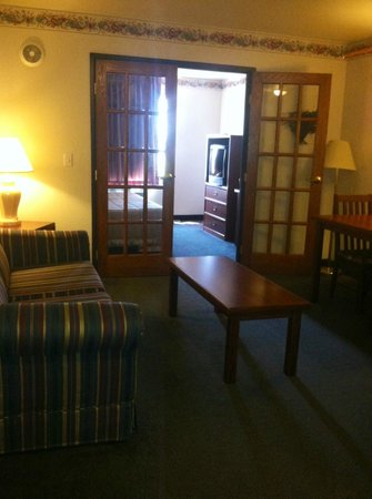 Americas Best Value Inn & Suites Northfield: Suite
