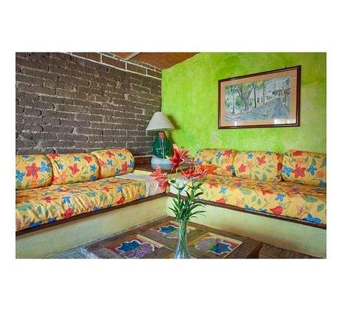 Hotel Ajijic Paza Suites: sala de estar