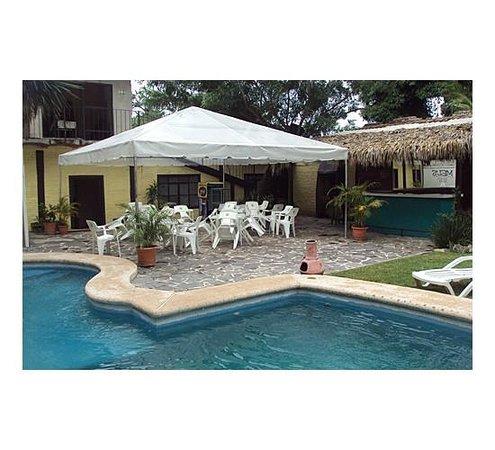 Hotel Ajijic Plaza Suites : alberca y terraza