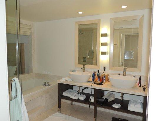 Kimpton EPIC Hotel: baño