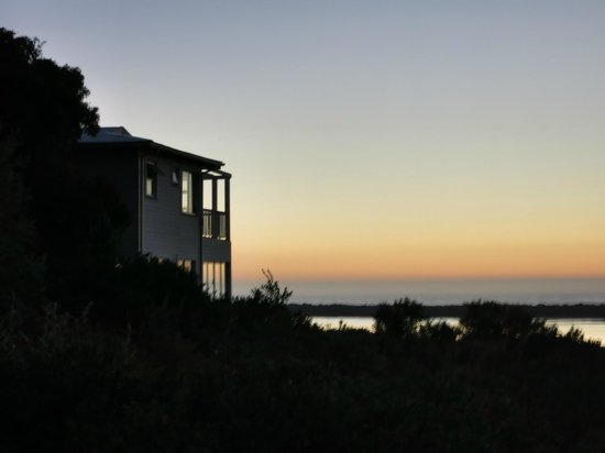 The Whaling Station B&B: Blick abends