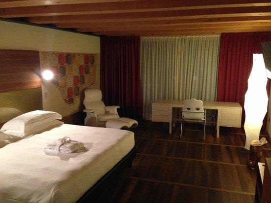 Hotel Veronesi La Torre: camera spaziosa