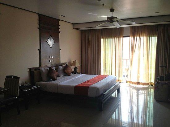 Pattaya Loft Hotel: King-size bed