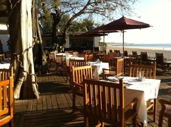 Thande Beach Hotel: Restaurant