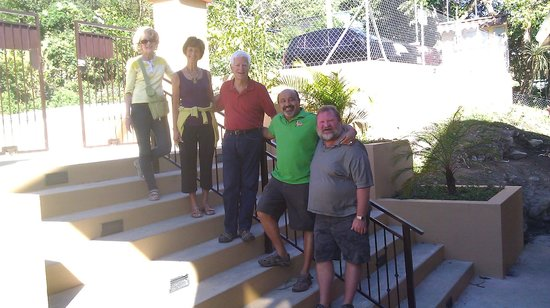 Casa de Montana Bed & Breakfast: Our group with our hosts (on right)