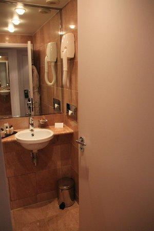 Hôtel Ampère Paris: salle de bains
