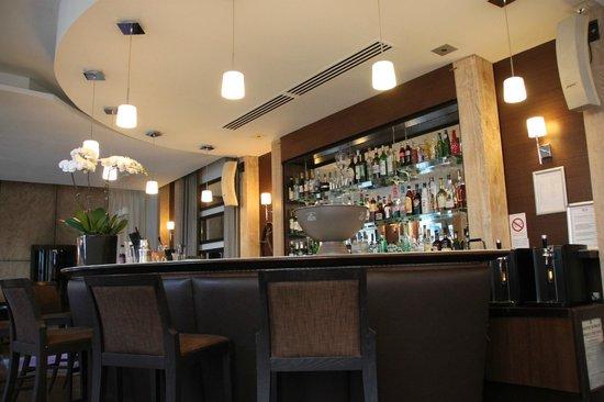 Ampere Hotel: bar