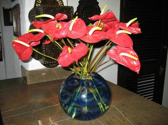 Serena Beach Resort & Spa: flowers in the hotel