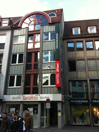 Hotel Avenue: Das Hotel vom Josephsplatz aus