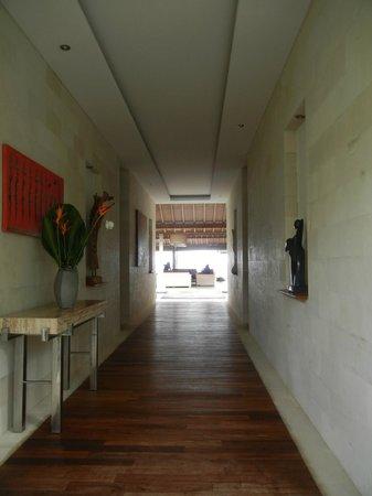 Villa Biara: Entrance Hallway View to the Ocean