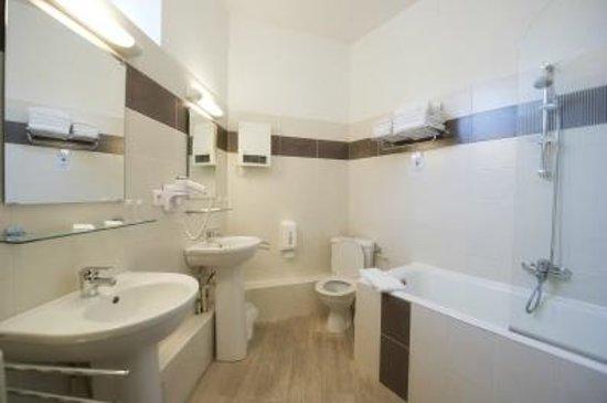 Hôtel Adour : salle de bain