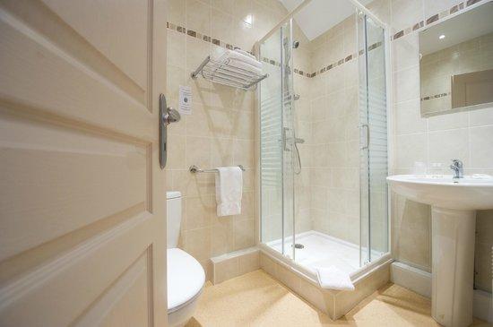 Hôtel Adour : salle de douche