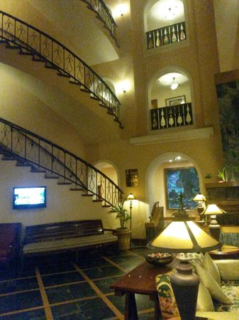 Fortune Hotel Sullivan Court : Hotel stairs