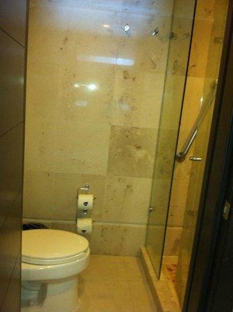 Hard Rock Hotel Cancun: Bathroom