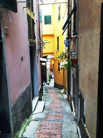 La Mala : One of the walkways to the room
