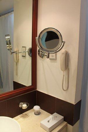 Cassells Al Barsha Hotel : Ванная комната