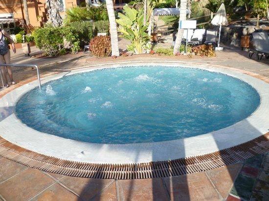 H10 Costa Adeje Palace : Whirlpool im Poolbereich