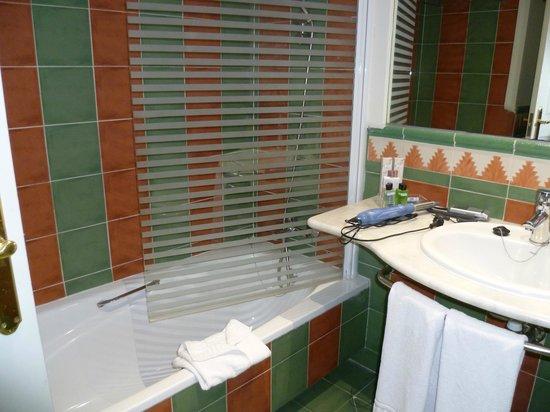 H10 Costa Adeje Palace : modernes Badezimmer