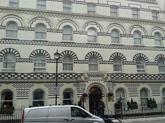 Grange Langham Court: Lovely facia to hotel