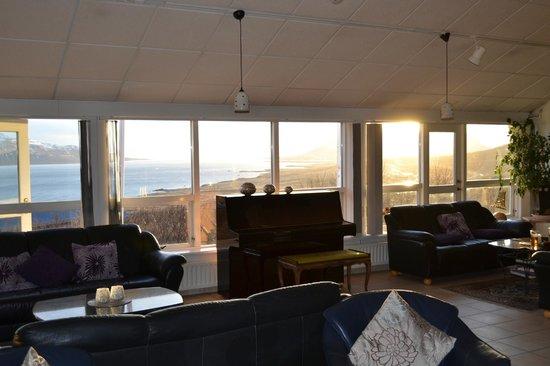 Hotel Glymur : Longe, overlooking the Fjord