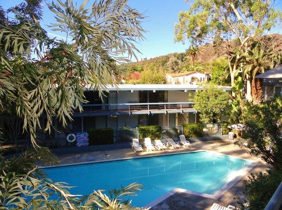 Highland Gardens Hotel: jardins + piscine