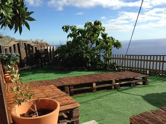 Madeira Surfing Life - Hostel & School: the outside chillout area, perfect for sunset beers :)
