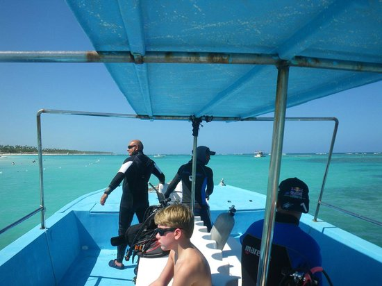 Pelicano Water Sports: go to the ASTRON Wreck with Peter LORENZ