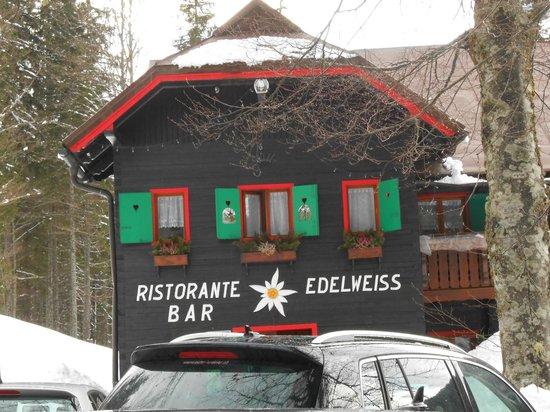 Albergo Edelweiss: Esterno del ristorante